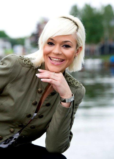 Arita Fejzuai deltar i Frøken Norge