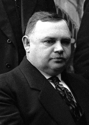 Karl Johan Knudsen (1873 – 1940) ble valgt som Arbeiderpartiets første ordfører i Horten 1914. Dermed var Horten første by i Vestfold som fikk ordfører fra Arbeiderpartiet. Knudsen ble for øvrig ansatt i en nyopprettet administrativ stilling kalt <I>borgermester</I> i 1919. Han fungerte i stillingen, som senere ble omdøpt til <I>rådmann</I>, inntil sin død i 1940. FOTO: LOKALHISTORISK ARKIV