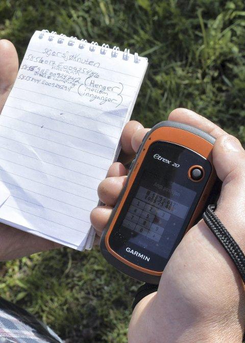 GPS: Koordinatene som er hentet fra geocashing.com legges inn på GPS-en før turen.