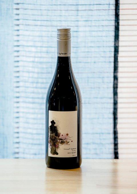 Innocent Bystander Syrah 2010 er en australsk vin i europeisk stil.