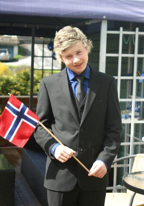 Simon Johansen er klar for en tur til byen og se på toget.
