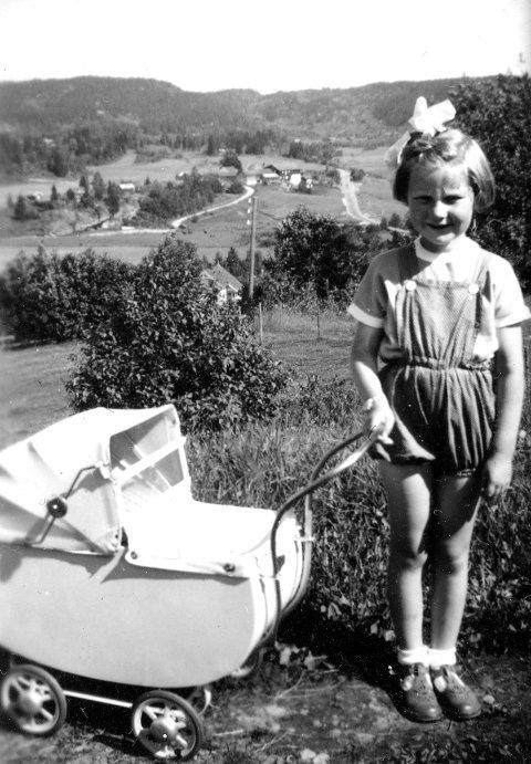 LOMMEDALEN: De første årene bor Berit på Krydsby. En helt vanlig småjente som skal leve et litt uvanlig liv.