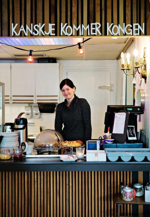 Katrin Schauer synes innredningen er den morsomste delen av å drive kafé.