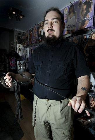 Røff sex: Arild Balog er leder av Val Eyja, en lokal interesseorganisasjon for BDSM-ere.  Foto: Rune Folkedal