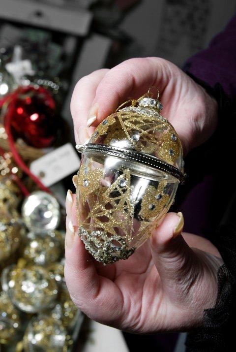 Miss Etoile byr på mange godsaker til jul for de shabby chic-interesserte, som denne julekulen, laget for å kunne fylles med det du måtte ønske.
