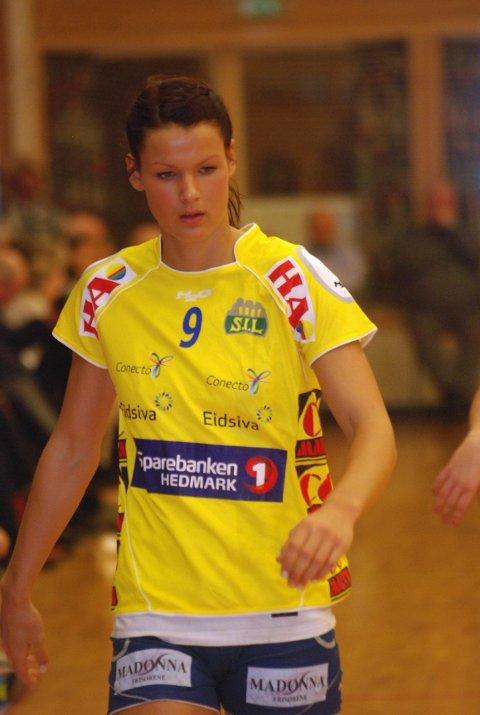 Vil etablere seg: Kristin Saugstad sliter med å få spilletid i Storhamar mens hennes gode venninner dominerer norsk klubbhåndball. Nå håper 20-åringen at også hun skal etablere seg på høyt nivå.