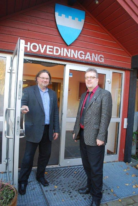 FORNØYD: Rådmann Harald Hermansen (til venstre) og kommunalsjef Olav Neander er fornøyd med at Frogn kommune gjør et byks på kommunebarometeret.
