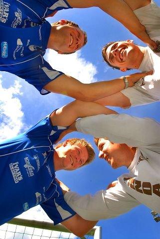 <b>DUELLANTENE.</b> Vegard Tandberg (i blått oppe til venstre), Kjetil Johnsen (blå), Lars Erik Martinsen (t.h. nede) og Vegard Dokken har spilt både for Åmot og Mjøndalen på A-lagsnivå. FOTO: PER ABRAHAM GRENNÆS