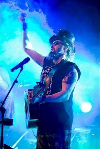 SJEFEN: Tom Bogstad kaller seg sirkusdirektør for bandet.