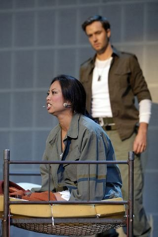 Karen Bernardino gjør en sterk rolle som Kim forelsker seg i Chris, spilt av Rune Svendsen.