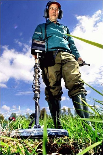 Erik Rønning Johansen fant det sjeldne pilegrimsmerket i jordsmonnet like nord for Brohodet i mai.