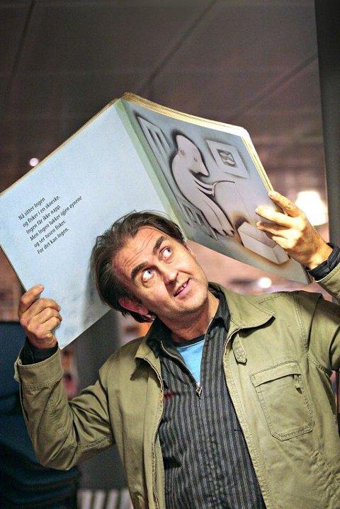 Svein Nyhus kunne ta med seg en gjev pris hjem torsdag kveld, da han i regi av Grafill mottok æresprisen Bokkunstprisen. Foto: Svein André Svendsen