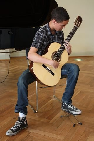 Markus Hellestveit (15) spilte «Preludium no. 2» av Heitor Villa-Lobos.  FOTO: UNA OKSAVIK OLTEDAL