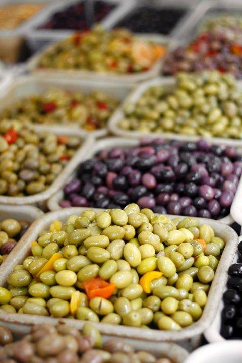 Kanskje finnes din favorittoliven et sted i det enorme utvalget Paris' matmarkeder.