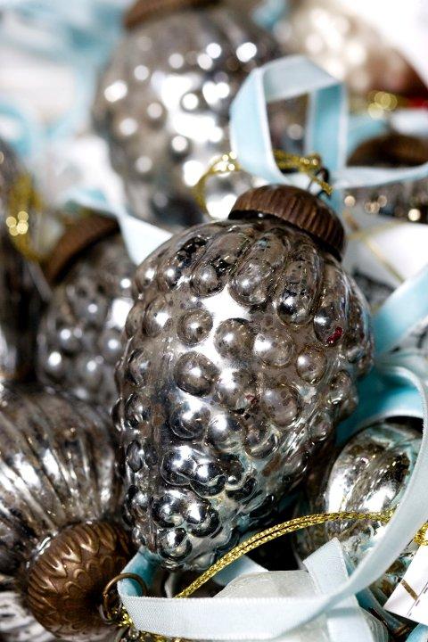 Gamle julekuler er populære og kommer i mange varianter, i diskré farger.