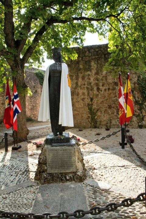 KRISTINA: Utenfor byens kirke står Prinsesse Kristina-statuen. Helt identisk med den som står ved Slottsfjellet.