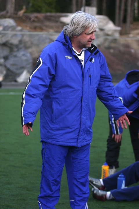 NY LANGHUS-TRENER: Harald Eibakk, her i aksjon som Kolbotn-trener, tar over som trener for Langhus sitt A-lag.  FOTO: KNUT STENSETH<B><I><U></B></U></I>
