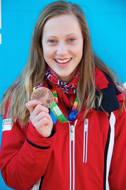 Martine Lilløy Bruun med sin bronsemedalje. Foto: Jarle Bruun
