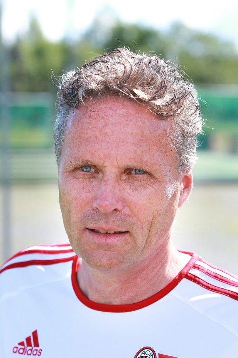 SPORTSLIG LEDER: – Kvalitet koster, sier Lars Hjorth står bak Ac Milan Junior Camp Asker, som koster 6.750 kroner for en uke.