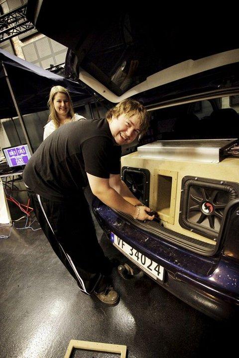 Bilstereohobbyen er første prioritet for kjæresteparet Kevin Vigdal og Line Cross.