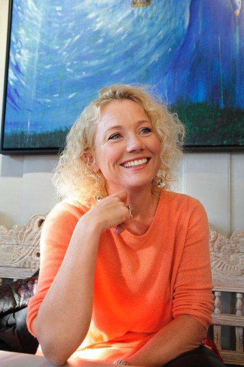 Programleder Hedda Kiese har et sterkt forhold til Lykkehaven Cafe i Sandvika. I morgen (søndag) er hun på skjermen med et nytt program om livsstil.