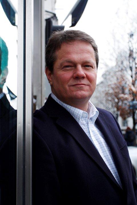 Tidligere stortingspolitiker for Frp, Ulf Erik Knudsen fra Drammen, er ansatt som kommunalsjef i Røyken og Hurum kommuner.