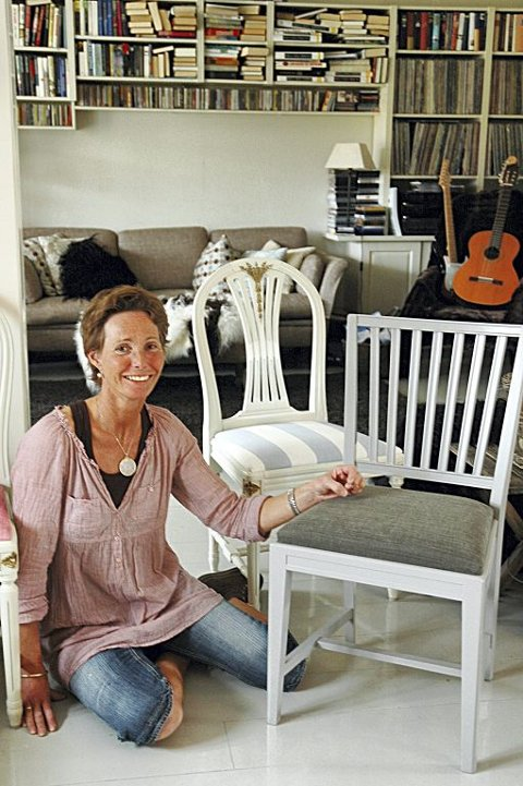 Møbeltapetserer Cathrine Eyde Grythe med eksempler på hvordan gamle stoler kan få nytt liv.