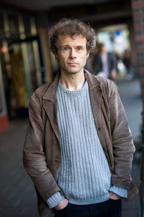 FORFATTER: Arne Borg har skrevet en sterk oppvekstroman om fravær og ønsker som aldri ble til virkelighet.