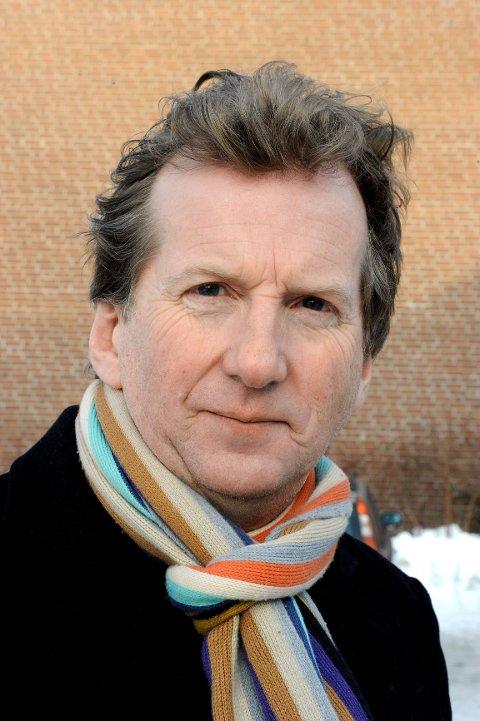 Øyvind Angeltveit er tilbake etter et år hvile fra Hvalsommer. Vi er henrykte. Øyvind er en norsk komiker, tekstforfatter og skuespiller. Angeltveit har vært med i en rekke revyer, spesielt på Vestlandet og i Oslo, og han var med å etablere revygruppen Lompelandslaget. Angeltveit har også vært med i filmer og TV-program, i tillegg til å ha vært programleder i TV2.