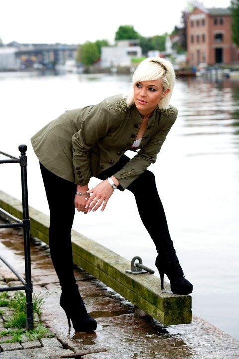 – Jeg ønsker å bli et forbilde, sier modellen Arita Fejzulai (23).