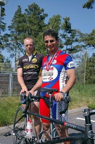 TANDEM-PAR: Bedir Yiyit (til høyre) fikk hjelp av Rune Holze Jensen som pilot under Ridderritett i Son i fjor. 23. juni skal de sykle sammen fra Lillehammer til Oslo. Ellers sliter Yiyit med å finne seg en fast pilot. (Foto: Glenn Lund)