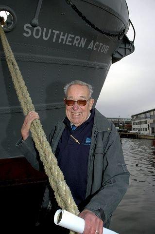 Bjarne Liverød har møtt NRK og snakket med dem om tiden som hvalfanger.
