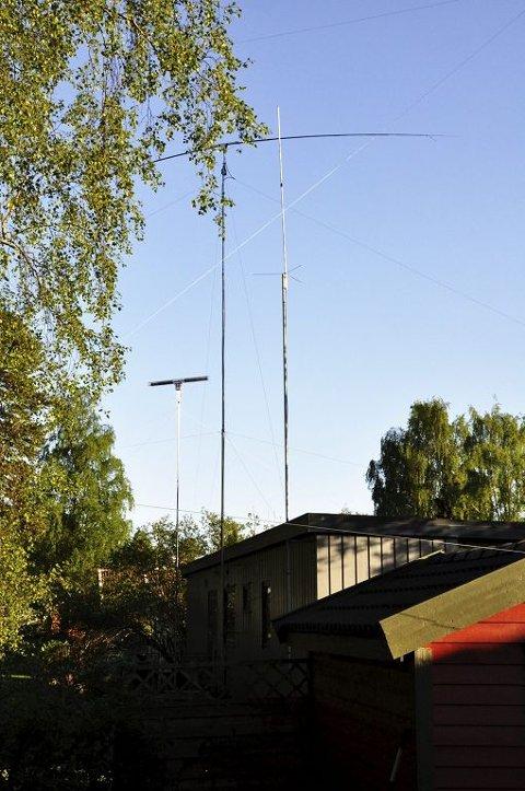 RUVER: Dette er antenneutstyret som tar inn forstyrrende signaler fra Sakshaugs plasma-TV. Foto: Asbjørn Olav Lien