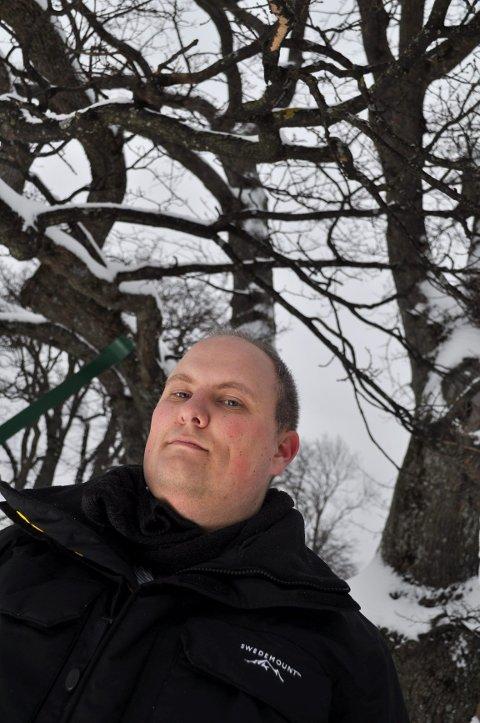 KJELL ARNE BRUDVIK: Slektsgranskeren er selv bosatt på Borre. Helt tilfeldig fant han det som sannsynligvis er tyske planer om KZ-leir på Borre. Foto: Ellen Johannessen