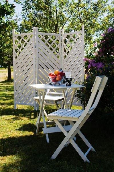 FLYTTBAR: Med en flyttbar levegg kan du få ly uansett hvor du velger å plassere hagemøblene. (Foto: RKC)