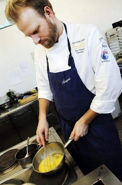 """CHEF: Kokk og medeier av catering-konsulentfirmaet Flavours (<a href=""""http://www.flavours.no"""" target=""""_new"""">www.flavours.no</a>). Medlem av Det Norske Kokkelandslaget, med OL-gull i 2008. Sølvvinner både i Bocuse d'or og Global Chef Challenge. Aktuell med boken """"Mer"""""""