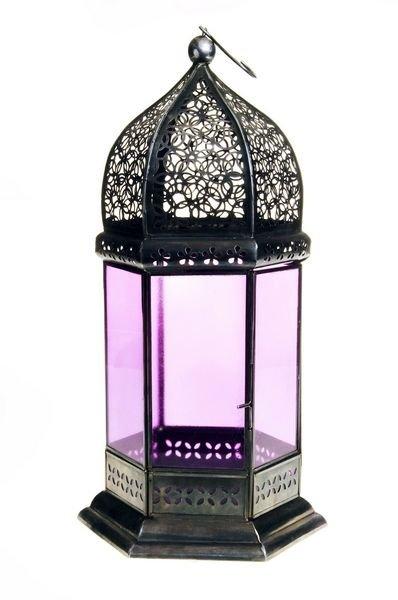 ORIENTALSK: De marokkanskinspirerte lyktene holder fremdeles stand og kommer i et utall varianter. Her Morado Lantern fra Indiska (kr. 249). (Foto: indiska.com)