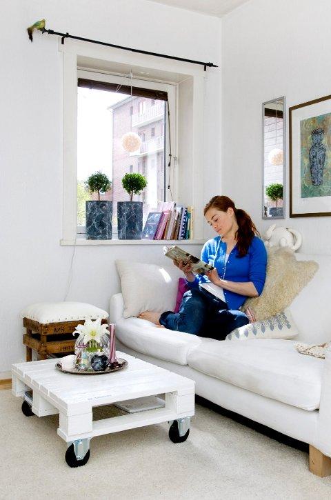 Signe Schineller elsker å snekre. Gammelt skrot får nytt liv i hennes stue.