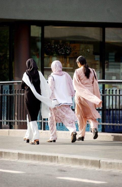 Utvalget ønsker å rydde plass til hijab, kors og andre religiøse symboler i det offentlige rom.