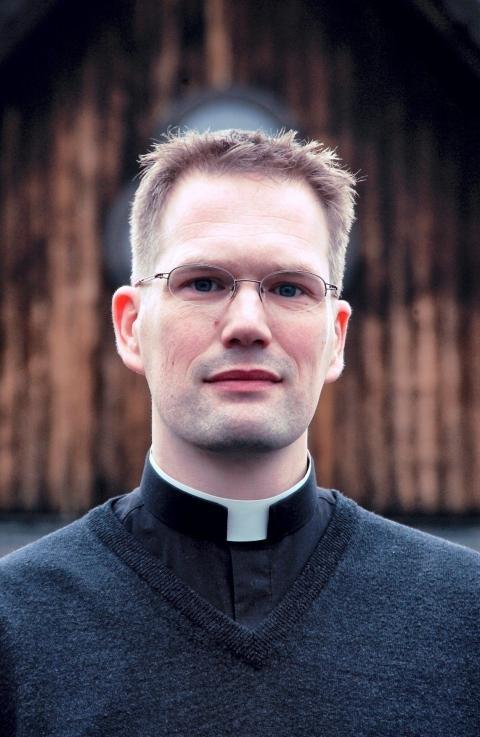 Reidar Voith jobber til daglig som katolsk prest i Stavanger, men fant den nye arten på påsketur i Vestfold.