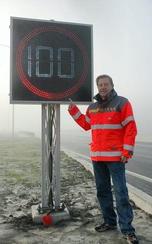 "FORNØYD: Prosjektleder Karl Høiland er fornøyd med de nye dynamiske skiltene, ""i 100"", sier han og ler."