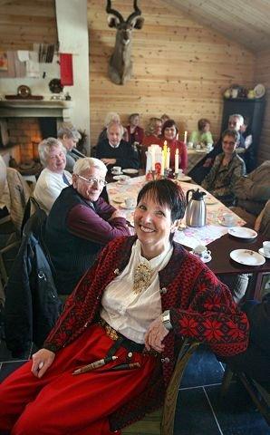 TRADISJONER:  Ann Elizabeth Molvig har søkt permisjon fra sin faste jobb for å bygge opp egen virksomhet med gamle bakertradisjoner, bondekultur og musikkvelder i bryggerhuset på gården Kallum Søndre.