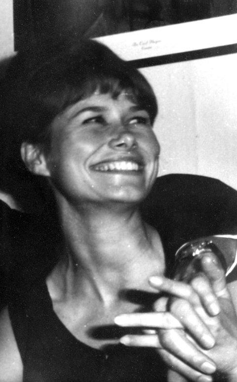 STOR KONTRAST: Gunhild Alvik fra Jar (nå Bekkestua) kom fra stor frihet, sosialdemokrati og vann i glasset, til en beskyttet tilværelse i et segregert samfunn med cola som tørstedrikk og is mellom alle måltider.