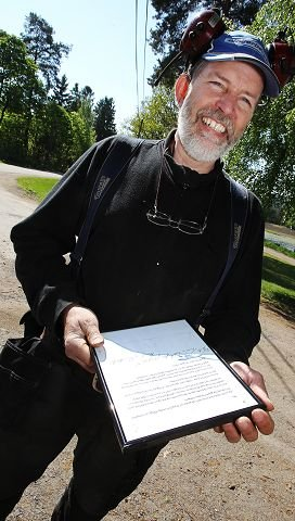 Beklagelsen fra tyven har Einar Kristen Aas hengt opp i selvbetjeningsboden. (foto: Terje Holm)