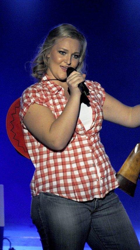 SANGTALENT: 17 år gamle Elise Johansen var et av de nye innslagene i årets forestilling.