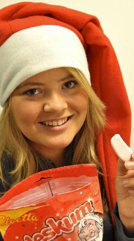 Lite jul i denne nissenAnne Mathilde Hagen Melkerud smaker på skumnissen fra Cloetta. Panelet falt ikke akkurat pladask.