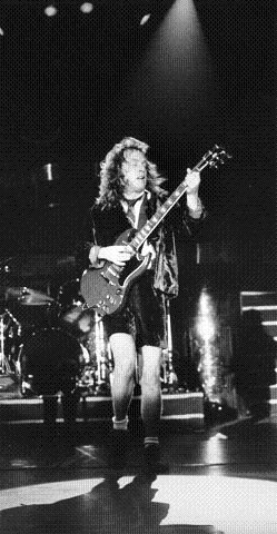 AC/DC. Angus Young og AC/DC tok med seg kompromissløs rock fra Australia til Drammen. Her fra konserten 21. mars 1988. FOTO: LINDSETH