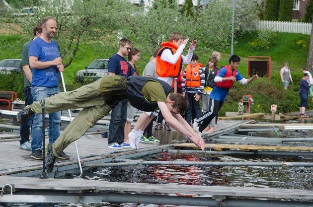 Moelv u-skole bader i Mjøsa